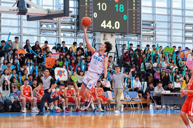 吳念軒片中飾演罹患遺傳性疾病又對籃球有夢想的高中生。(圖/七十六号原子提供)