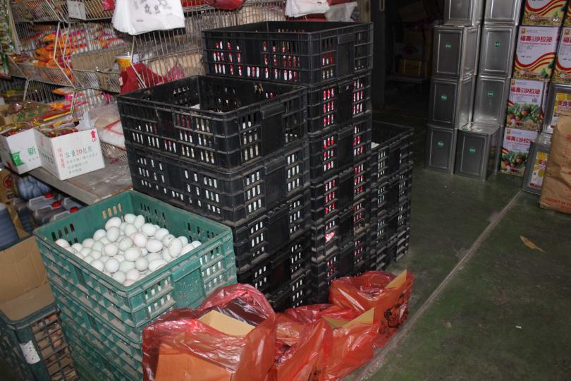 鴨蛋在民俗上,很多人會將鴨蛋放在碗裡再插上筷子變成腳尾飯。(圖/報系資料照)