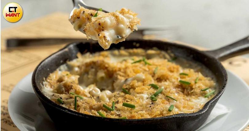 鹹香四溢的「松露起司通心粉」一直是配菜中的人氣選項。(120元)(圖/焦正德攝)