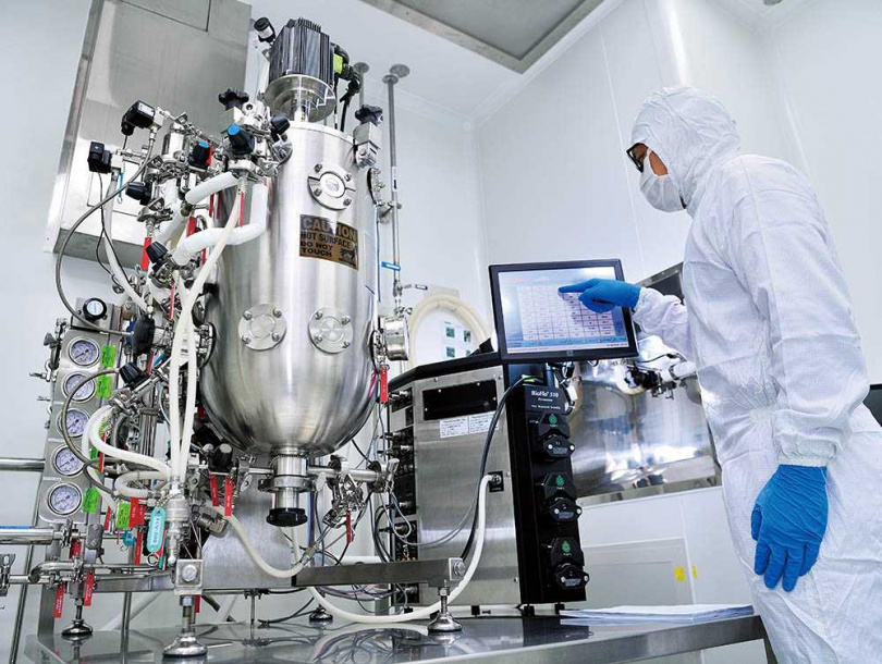 藥華台中藥廠採用40公升發酵槽精密儀器,製造新藥P1101所需的蛋白質。(圖/藥華提供)