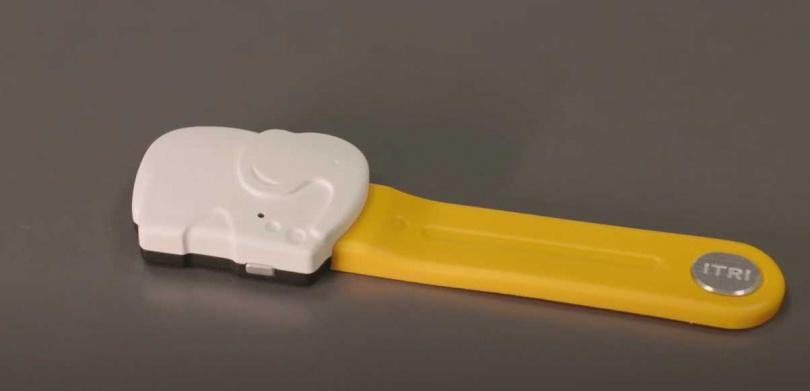 由工研院自主開發的非接觸微型嬰幼兒生理感測產品「i寶貝照護裝置」。(圖/工研院)