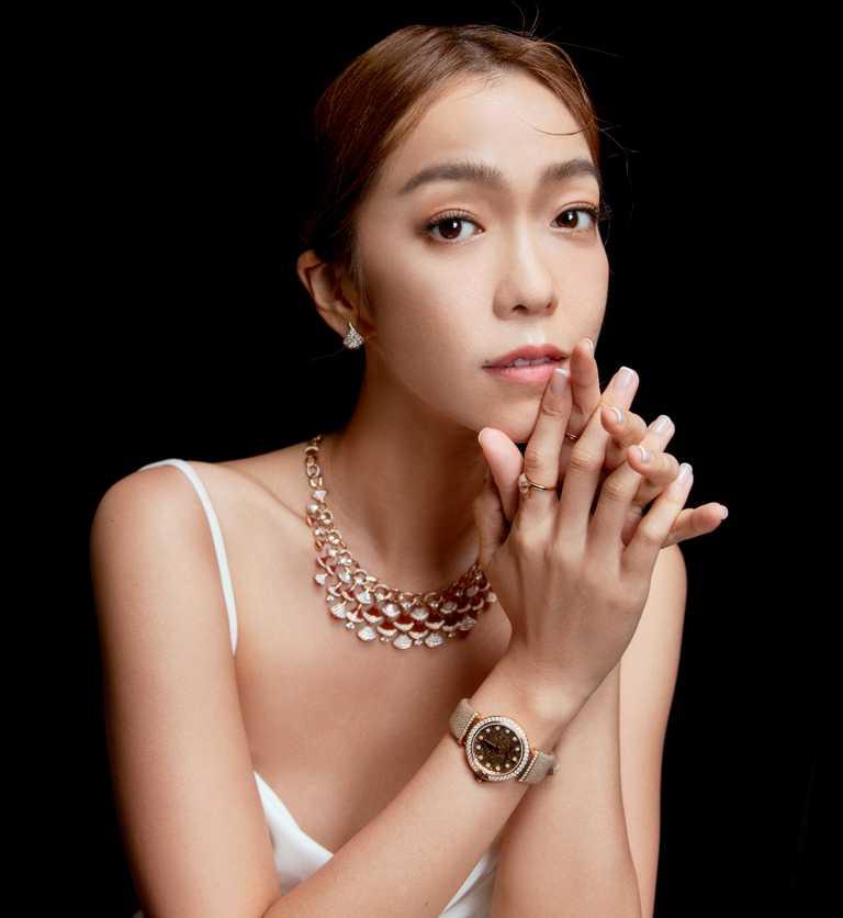 第56屆金鐘獎「最佳生活風格節目主持人」得主李霈瑜,佩戴寶格麗珠寶及腕錶出席頒獎盛宴。(圖╱BVLGARI提供