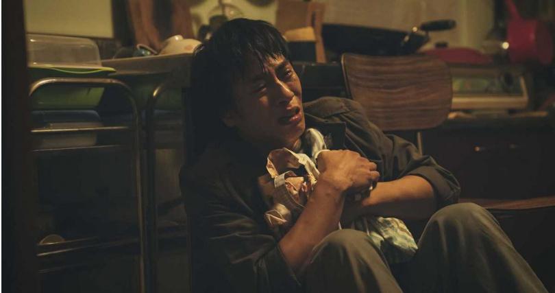 莊凱勛在劇中哭到不能自己。(圖/LiTV、HBO GO)