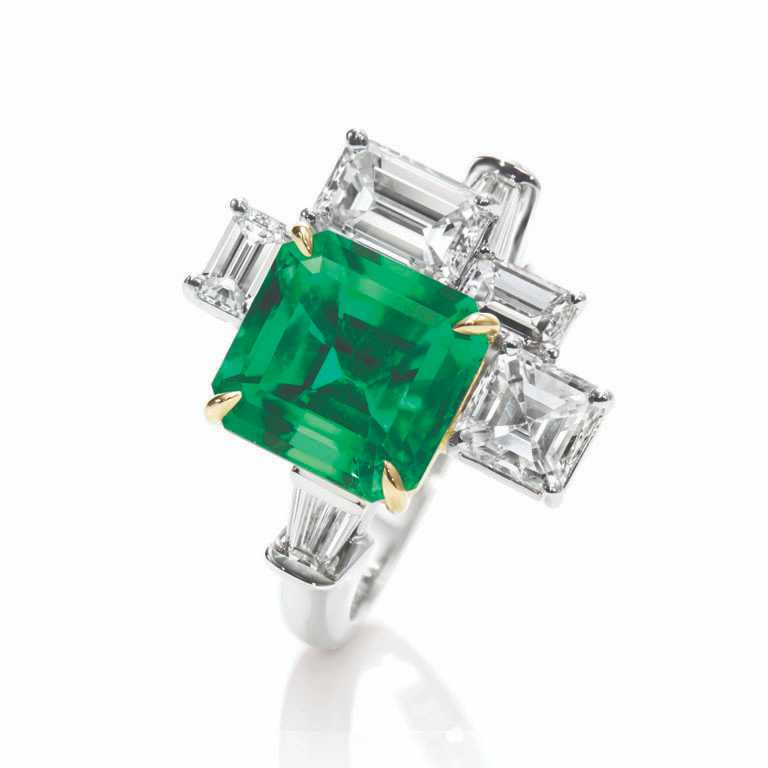 HARRY WINSTON 「New York Central Park」系列,祖母綠鑽戒╱5,210,000元(圖╱HARRY WINSTON提供)