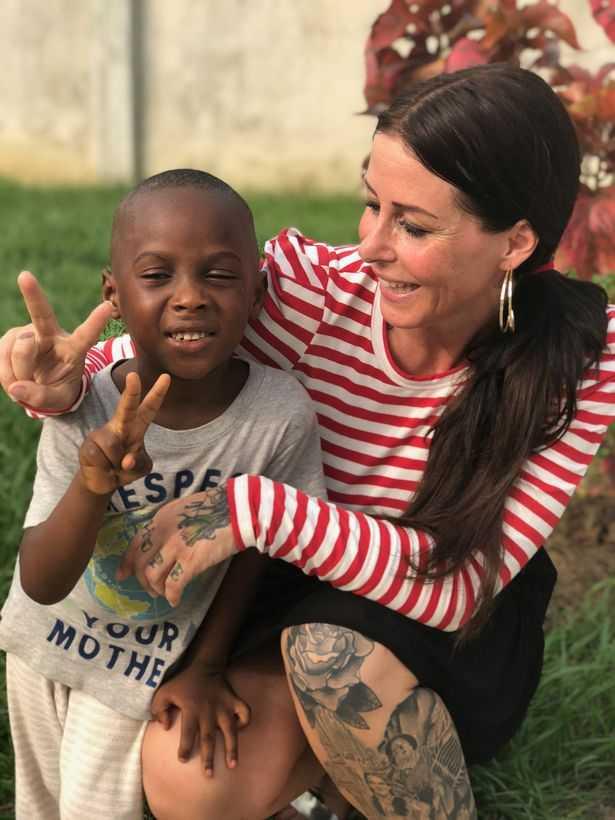 經過安雅及其團隊的救援和照顧,如今的Hope發展出自己的藝術天賦。(圖/翻攝鏡報)