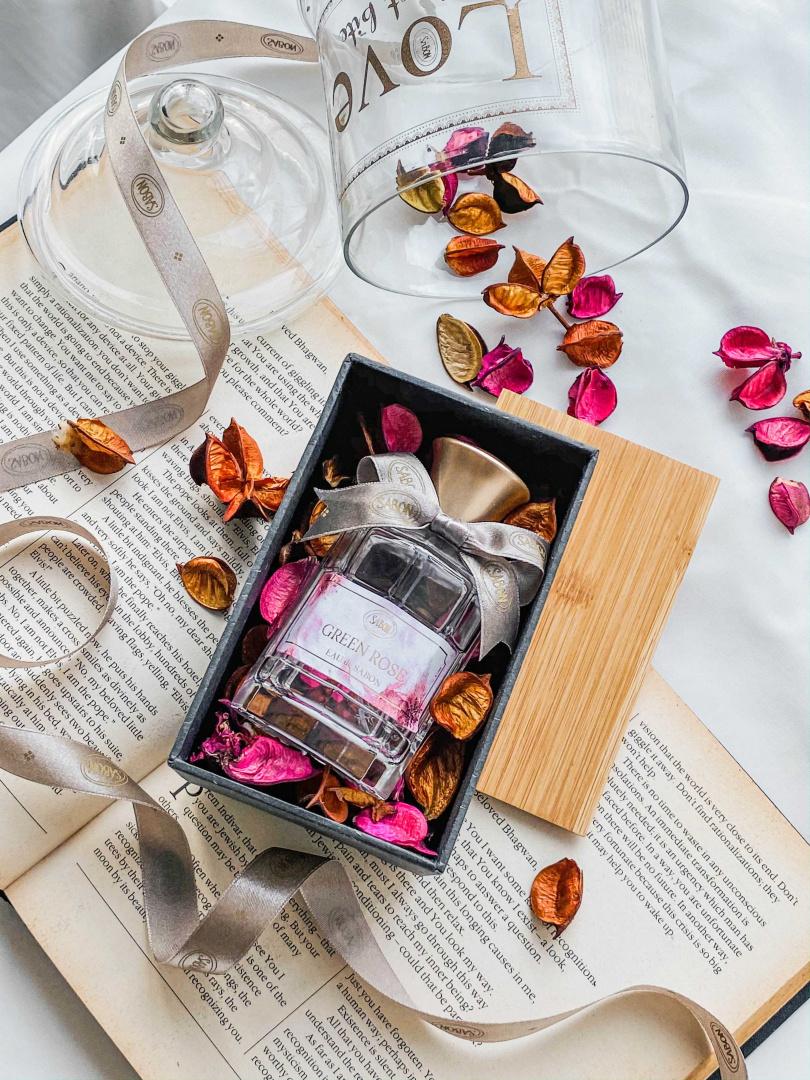 sabon宣言香水禮盒 $2,180 (可享會員折扣) 2021 年情人節限量包裝完美傳達心意。宣言香水包含本次 限量白玫瑰香氣,一共有 9 種香味,以香氣創造屬與兩人 之間的甜蜜回憶。數量有限,售完為止。(圖/品牌提供)