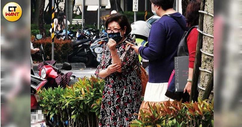 陳淑芳因在《孤味》中演徐若瑄的媽媽,培養出好交情,錄影當天特地到場助陣。(圖/本刊攝影組)