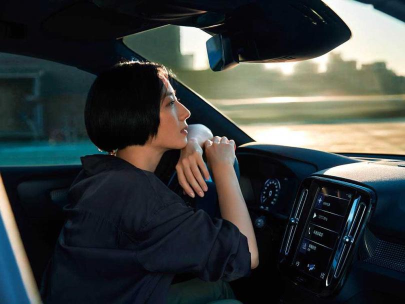 隨著女性的經濟獨立,愈來愈多女性選擇自己買車自己開車。(圖/VOLVO提供)