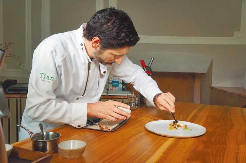 「Tian」是間米其林1星素食餐廳,主廚保羅伊維奇在奧地利相當有名氣。
