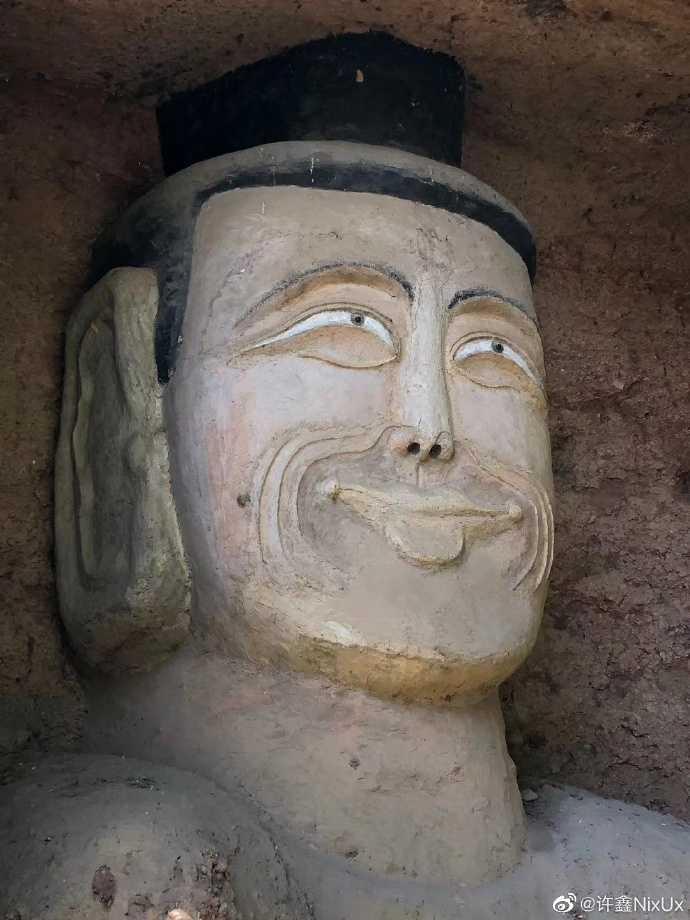 甘肅省隴南法鏡寺石窟佛像,重修後成現在的模樣。(圖/微博)
