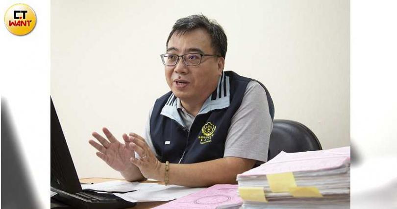 執行署台北分署執行官黃文信曾一度成功勸導Uber分期付款繳交17.7億元。(圖/黃威彬攝)