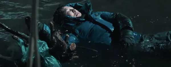 甄子丹在零下30度拍攝落水戲,敬業程度令人佩服。(圖/翻攝自YouTube/中國電影頻道)