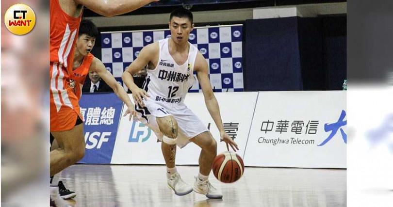 鄭子峰決定披上中州科大戰袍,為學生籃球畫下完美句點。(圖/溫振甫攝)