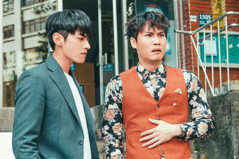 因在《墜愛》中浮誇的演出,讓周定緯由歌手成功轉型為演員。(圖/TVBS提供)