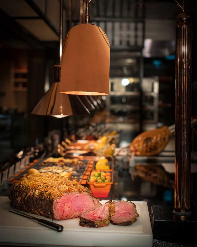 炭烤濕式熟成28天美國牛排。(圖/香格里拉台北遠東國際大飯店提供)