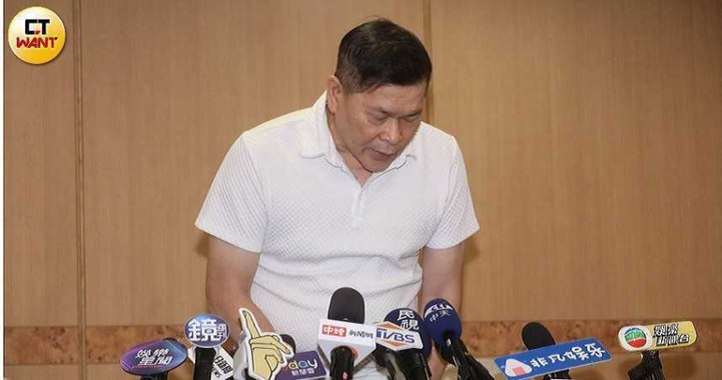 澎恰恰去年8月舉行記者會宣布破產。(圖/林勝發攝)
