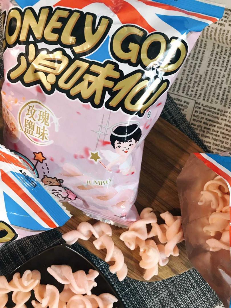 浪味仙推出粉色玫瑰鹽新口味。(圖/浪味仙提供)