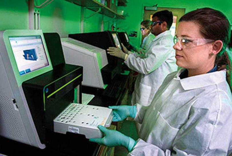 病毒株基因定序流程是從PCR採取檢體,找出新的突變位點,判斷是否有新病毒株產生。(圖/翻攝自美國CDC網站)
