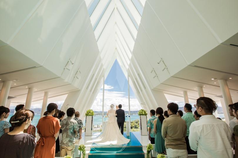 每個女孩心中都夢想能舉辦一場浪漫而夢幻的婚禮。沖繩渡假婚禮現在正夯,適合準備迎接幸福的妳。