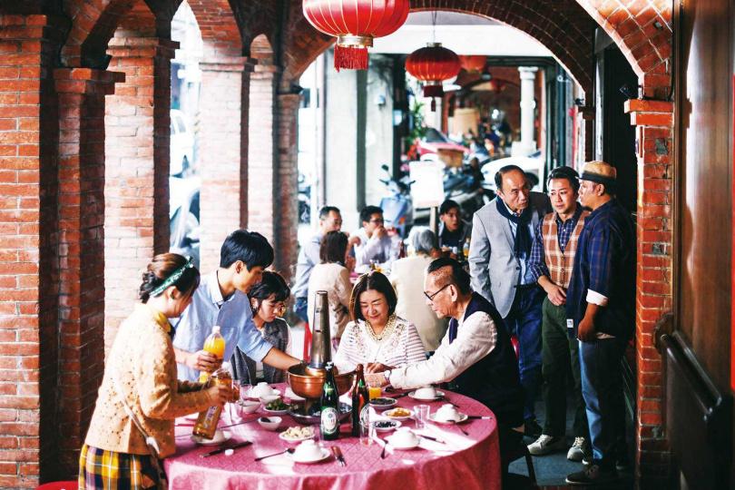 龍劭華演出逾百部戲劇作品,有多部都是以台北大稻埕為故事背景。(圖/華視提供)