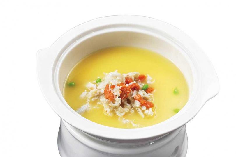 「金湯蛋白蟹」,湯色澄黃。蛋白入口有花雕微香,碗面蟹肉鮮爽,唇齒留香。(500元)(圖/于魯光攝)