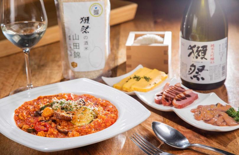 蔬食番茄燉飯×獺祭四割五分純米大吟釀。(圖/心白提供)
