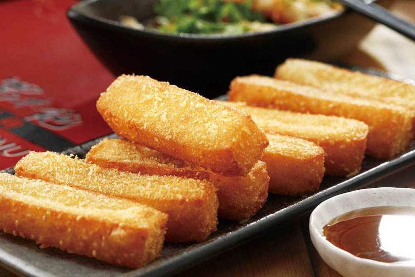 純手工的「紅糖糍粑」,是絕佳餐後點心。(90元/8條)(圖/于魯光攝)