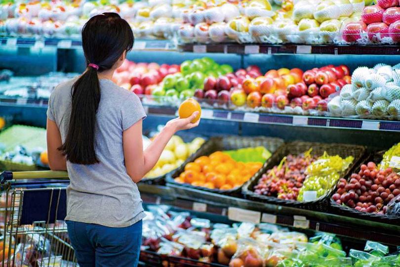 無論採取何種減肥方式,都要多吃蔬果,才能營養均衡,攝取的蔬菜量應是蛋白質的二倍。(圖/123RF)