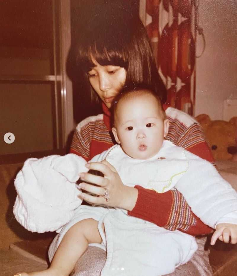 何念慈和孫芸芸小時候的照片。(圖/翻攝自孫芸芸IG)