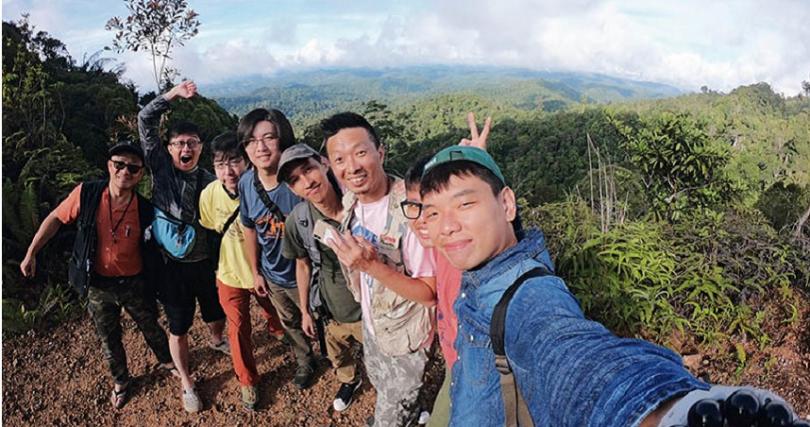 為認識更多甲蟲生態,八弟與蟲友們特地前往馬來西亞熱帶雨林探險。