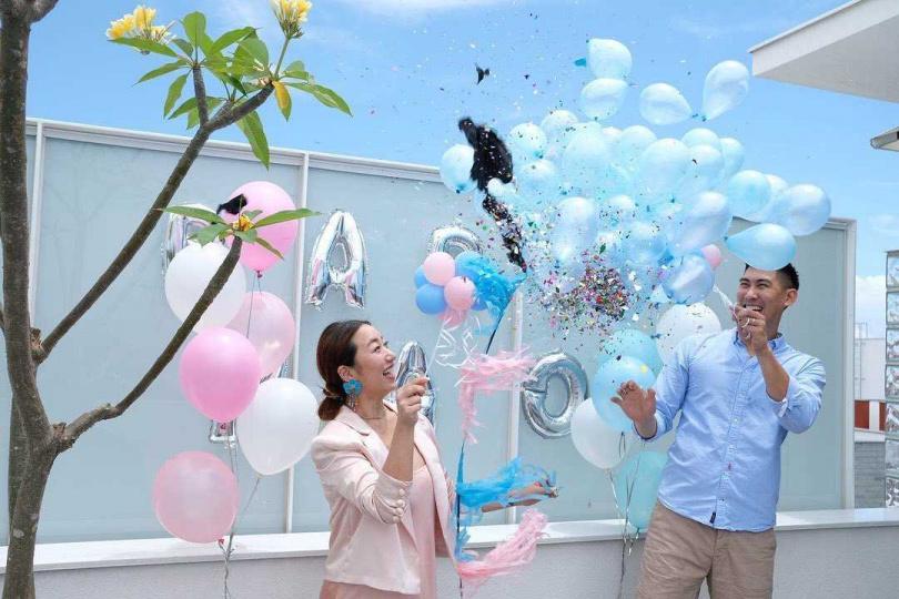 毛加恩舉行派對宣布寶寶性別。(圖/毛加恩臉書)