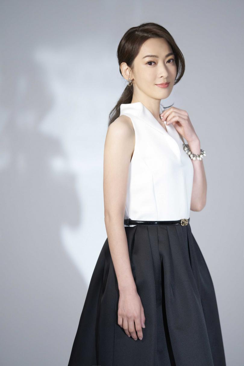 和媽媽在台中同住的陳淑萍透露,出門採購必定將護目鏡與連帽外套準備好,做足保護。(圖/豪記唱片提供)