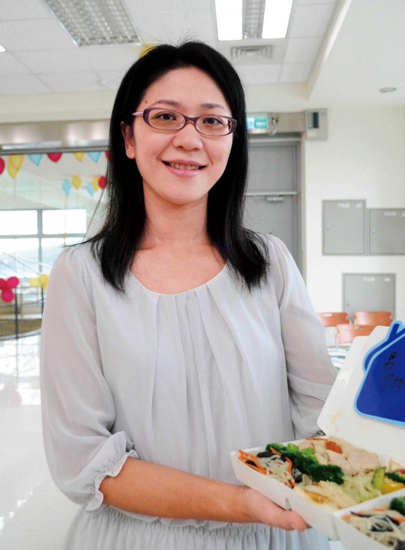 國泰醫院營養師張斯蘭表示,夏天盡量保持飲食清淡,若吃得太油、太鹹,易使身體燥熱。(圖/報系資料照)