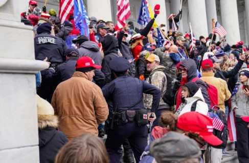 國會大廈被一心想推翻選舉團結果的川普支持者攻破。(圖/達志/路透社)