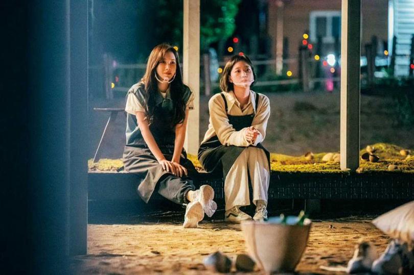 李智雅和金高銀是同門師姊妹,私下感情深厚,也一起參與綜藝節目《盼望的大海》。(圖/愛奇藝國際站提供)