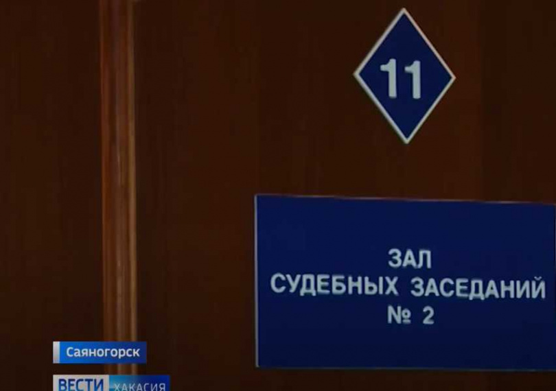 薩亞諾戈爾斯克一名渣母將2個女兒賣給戀童癖男友。(圖/ YouTube)