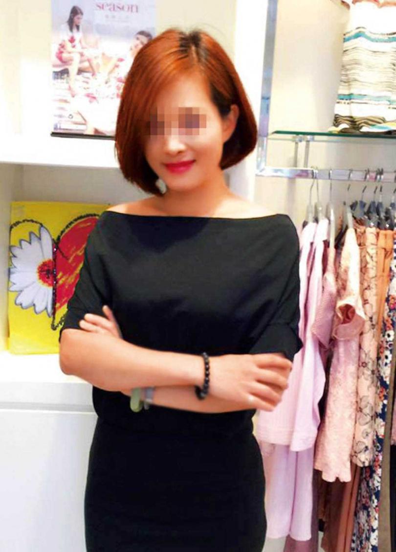 L女原是伊蕾的加盟主,因出席公司的頒獎典禮,吸引總裁陳男注意。(圖/翻攝自L女臉書)