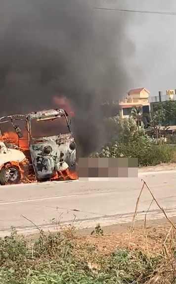 男子開車迴轉遭後方車輛撞上引發爆炸,車上4人全數罹難。(圖/翻攝自News18lokmat Twitter)