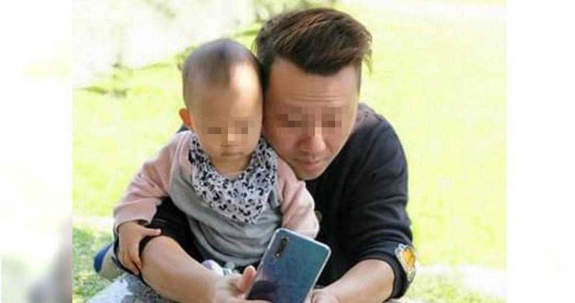 林男為了多一份收入到錢櫃兼職當服務生,兒子才剛滿周歲的他是個愛家暖男,經常帶著家人出遊。(圖/翻攝畫面)