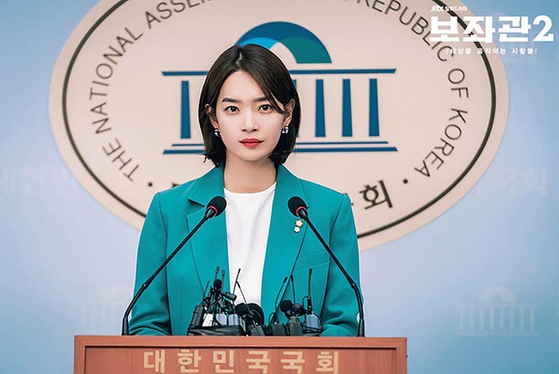 新慜娥的服裝秀是《輔佐官第二季》看點之一。(圖/NETFLIX、JTBC提供)