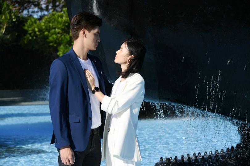 鍾瑶、羅宏正 《跟鯊魚接吻》 組合新鮮。(圖/三立)