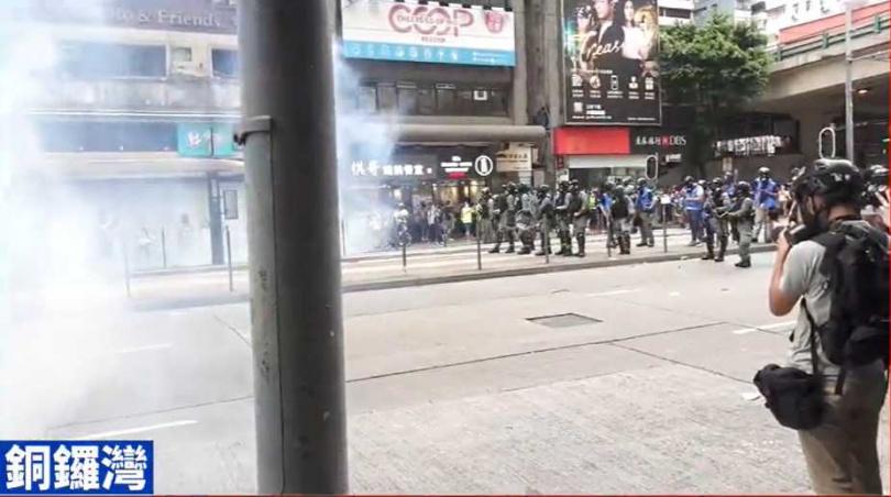 港人反國安法示威場面火爆。(圖/香港01)