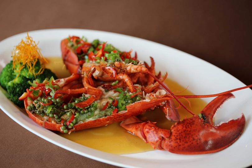 清蒸後集麻辣鮮香於一身的「鮮花椒波士頓龍蝦」。(圖/台北國賓大飯店)