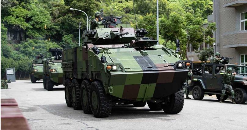 CM33、CM34甲車在核心防護中應援掃蕩敵軍。(圖/軍聞社記者周力行攝)