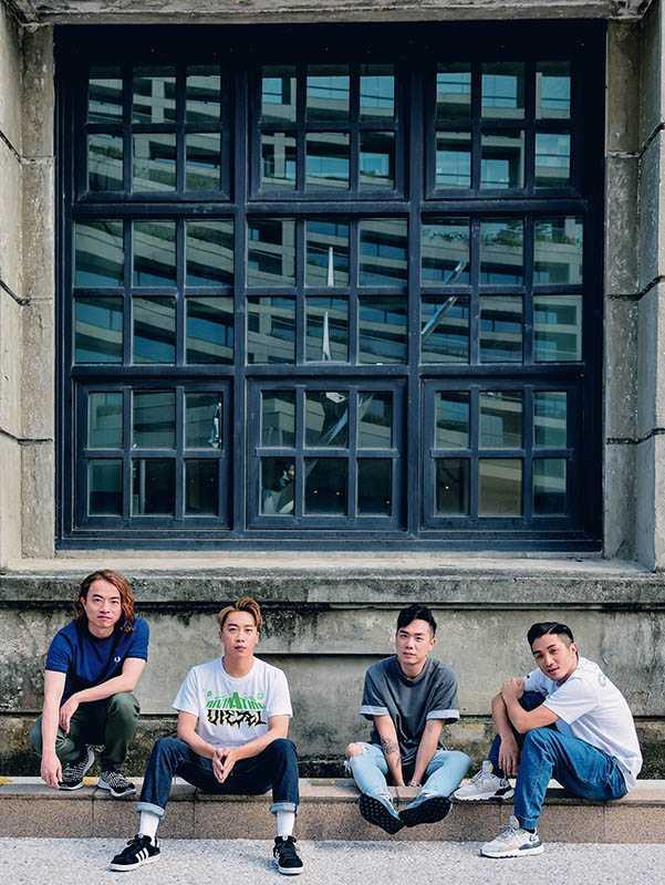 吉他手阿雞、主唱Sunny、貝斯手CK和鼓手阿達在音樂路上相伴13年,情同兄弟。(圖/張祐銘攝)
