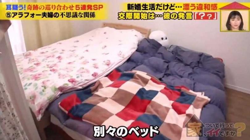日本一對奉行「終極AA制」的夫妻,連睡覺都各自一張床睡。(圖/翻攝自推特)
