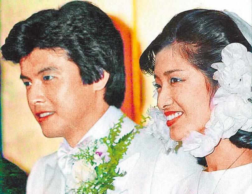 三浦友和(左)與山口百惠夫妻形象被日本民眾視為典範。(圖/資料照片)