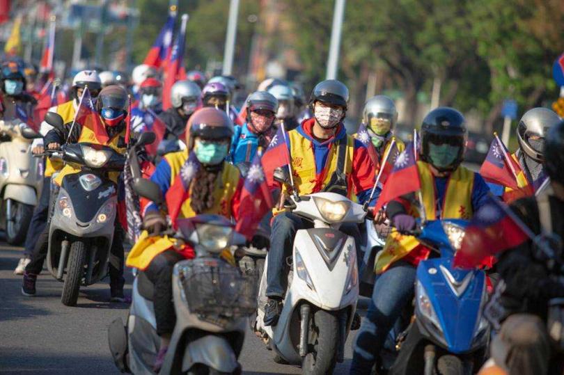 遊行隊伍由北中南各地社團支援組成。(圖/中國時報袁庭堯攝)