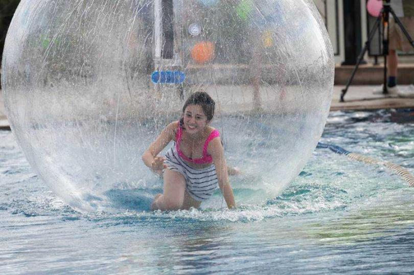 楊佩潔說在泡泡球中會不斷耳鳴。(圖/TVBS提供)