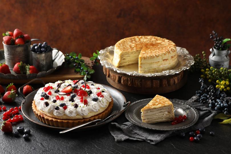 推薦甜點:森林莓果派(左)及法式千層蛋糕。(圖/Mega50提供)